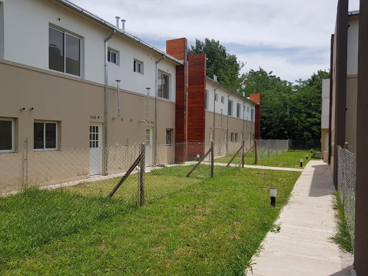 Mono ambiente con patio  en Venta - Complejo Cerrado (Muñiz Joven)