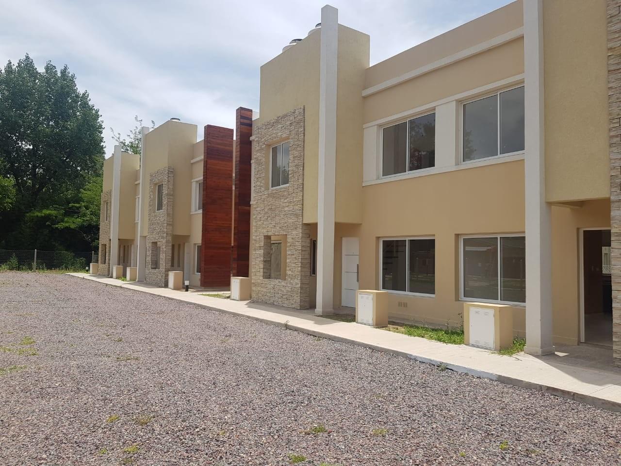 Dúplex complejo Cerrado a , en Venta - Casacuberta 822 (Muñiz)